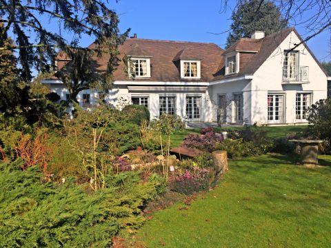 Maison individuelle 248m² 6 chambres bureau garage et jardin paysager / N°5805